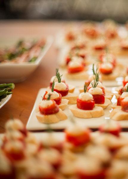 Boquitas, quesos, jamones, tapas y estación de jamones en Cocinarte Fine Catering Guatemala
