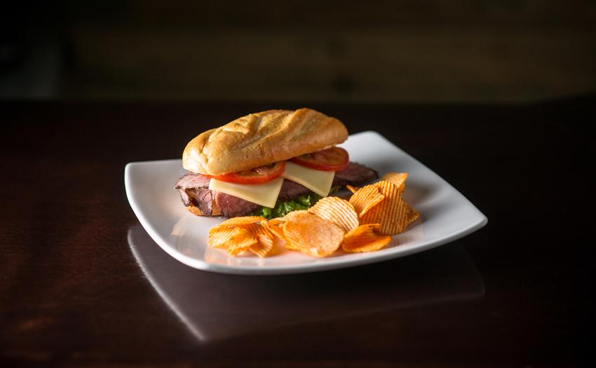 Variedad de Sandwiches con porción de papalinas o papas fritas, nos adaptamos a tu requerimiento Cocinarte Fine Catering Guatemala