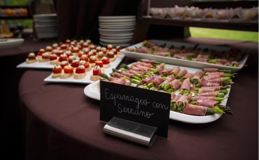 Welcome tasting Table Esparrhgo con Serrano Cocinarte Fine Catering