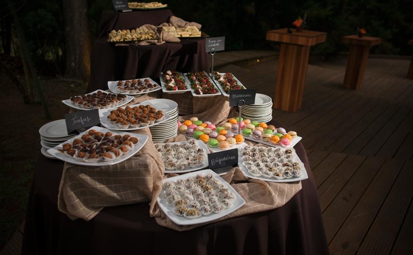 Welcome Tasting table variedad de dulces y chocolates Cocinarte Fine Catering