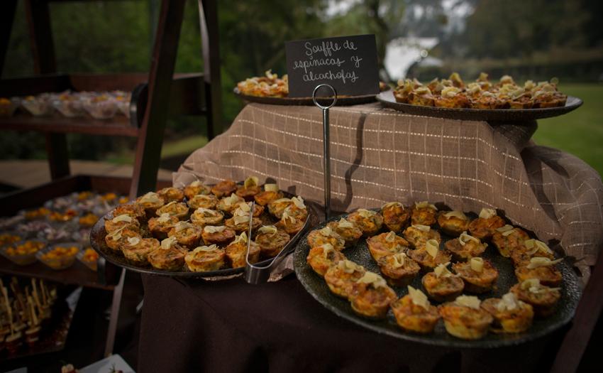 Welcome tasting table suffer de espinaca con Alcachofas Cocinarte Fine Catering