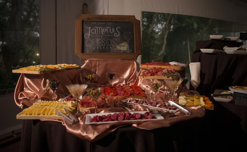 Welcome tasting table Jamones y quesos Cocinarte Fine Catering